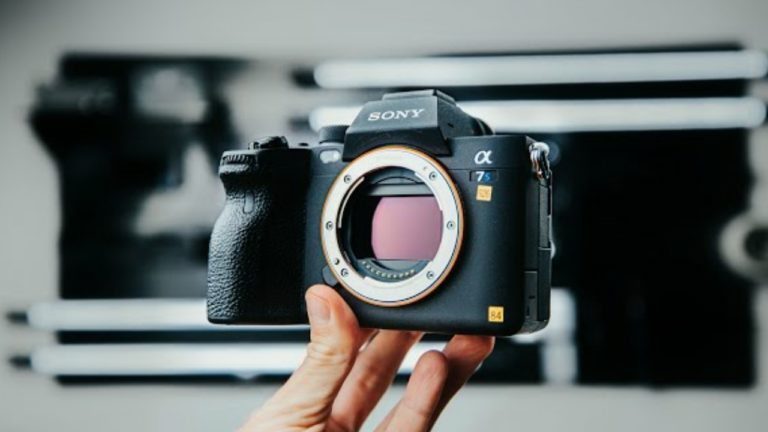 Sony launches their Canon R5 competitor, Sony A7S III comes with a 'flippable' screen