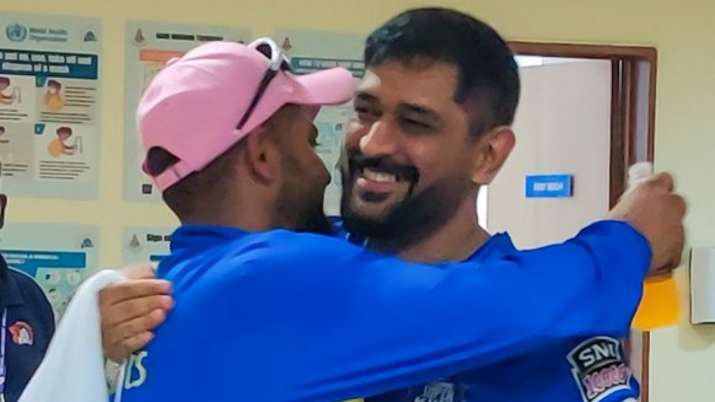 Dhoni and Raina shed tears post retirement