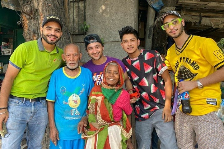 Harsh Beniwal and several other YouTubers visits Baba Ka Dhaba, urges their fans to also come
